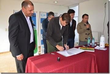 El intendente Juan Pablo de Jesús encabezó la firma de convenios de acuerdo de precios con el sector privado.