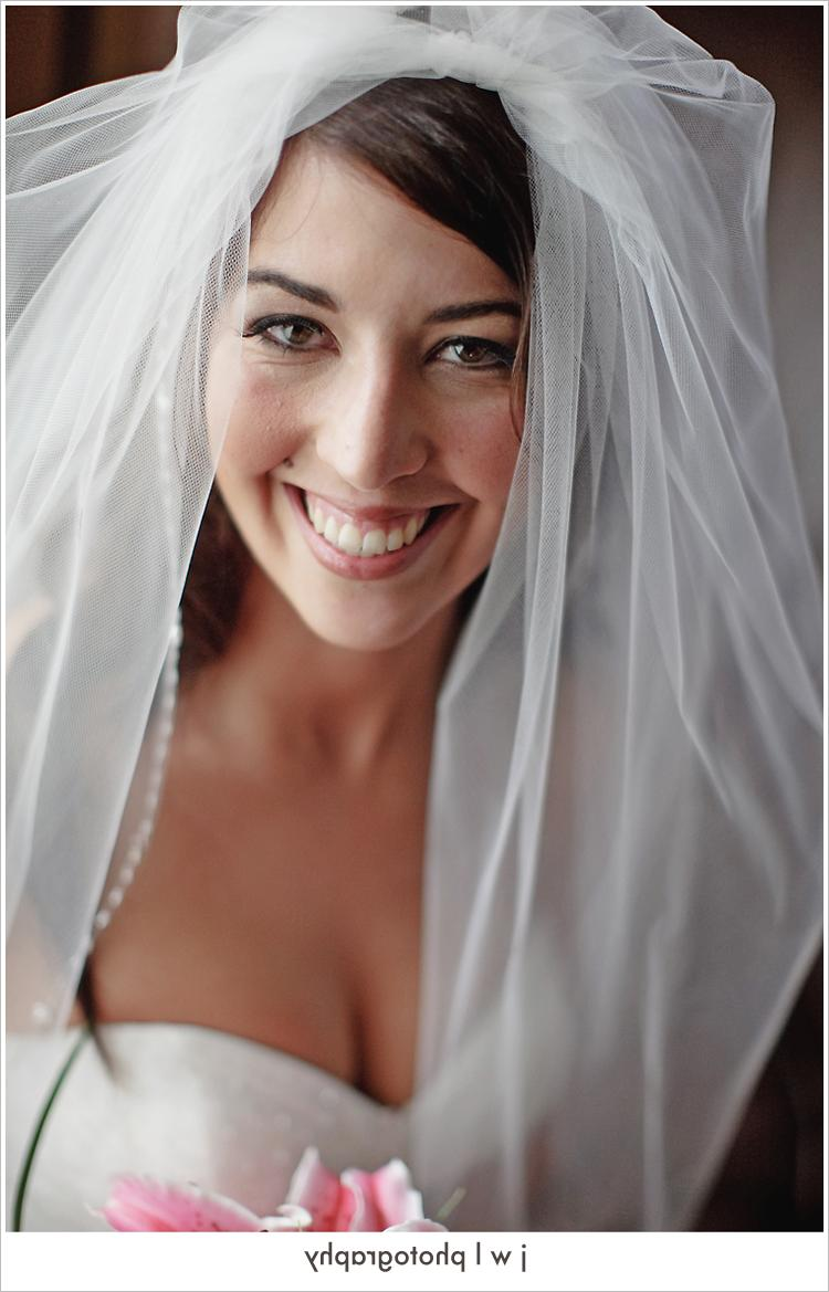 What a gorgeous bride.