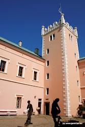 Za 2. světové války sloužil jako kasárna německé armády, poté byl zrekonstruován a byla zde zřízena výstava českého porcelánu.