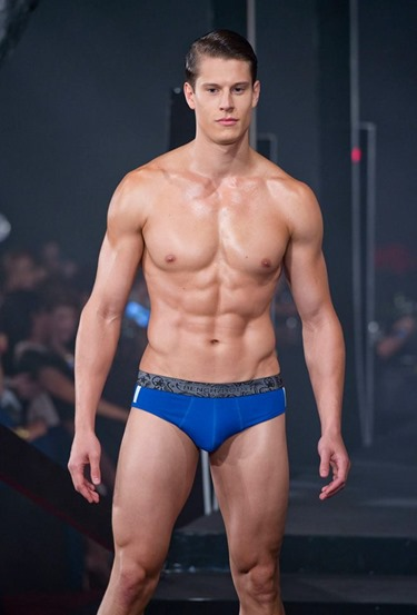 Red Charity Gala River Viiperi Bench21