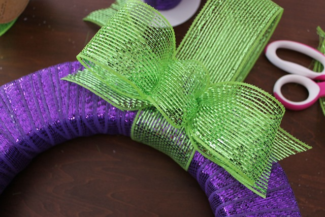 ribbon wreath bow