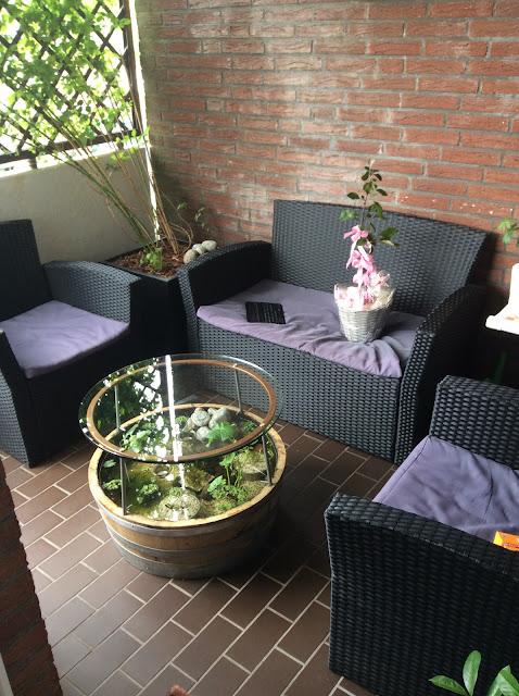 tessimo 39 s balkongeschichten miniteich tisch auf dem balkon teil 2. Black Bedroom Furniture Sets. Home Design Ideas