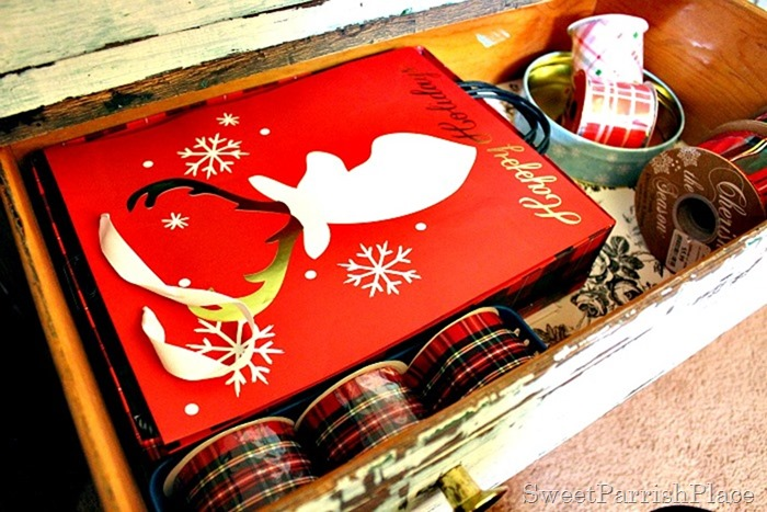 Gift- Wrapping-Station-12