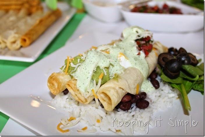 #ad Delimex-taco-bar-with-pico-de-gallo-and-cilantro-ranch-dressing #DelimexFiesta (14)