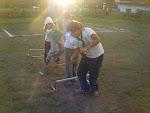 Los Lobatos haciendo una gymkhana