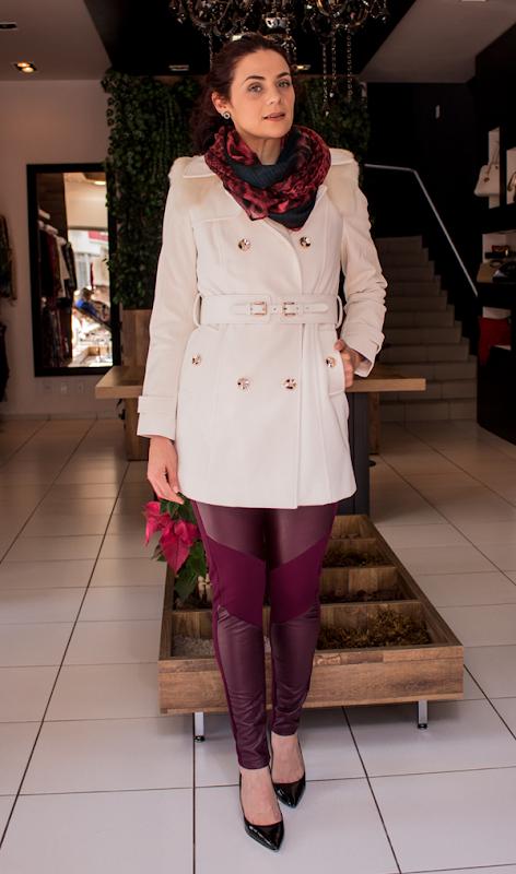 Look sobretudo branco e calça legging courou (4)