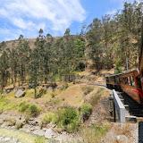 Cruzando a ponte na sinuosa ferrovia para o Nariz del Diablo - Alausí, Equador