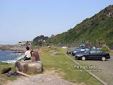 離開金瓜石沒多遠,有一處海岸景色不錯,朋友把車子停下來,讓我們下車拍照。如果相中沒那兩人在大煞風景,那就更好了。