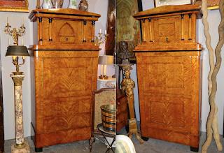 Два шкафа из берёзы. 19-й век. ок.1850 г. 110/52/218 см. 4500 евро за штуку.