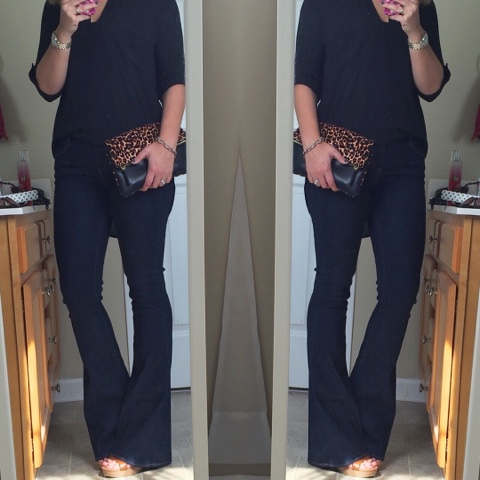how to wear flare jeans, leopard clutch, mom style