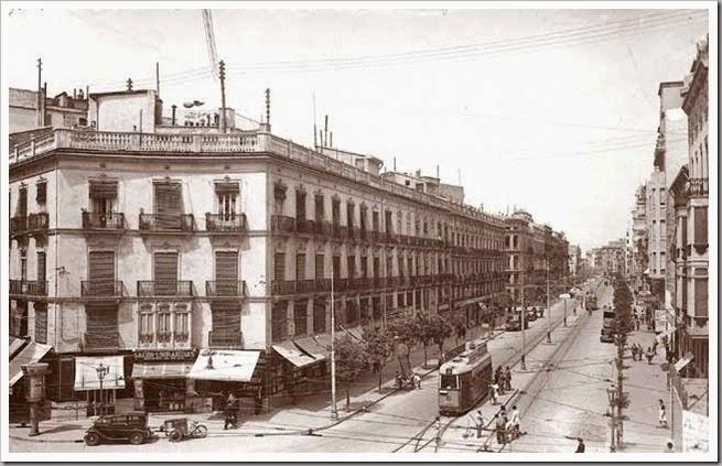 1947 CA UN NUEVO TRANVIA EN LA CALLE COLON