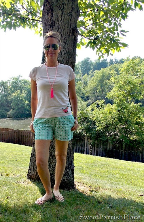 Geometric green and white shorts, pink tee, nude sandals, pink tassell necklace4
