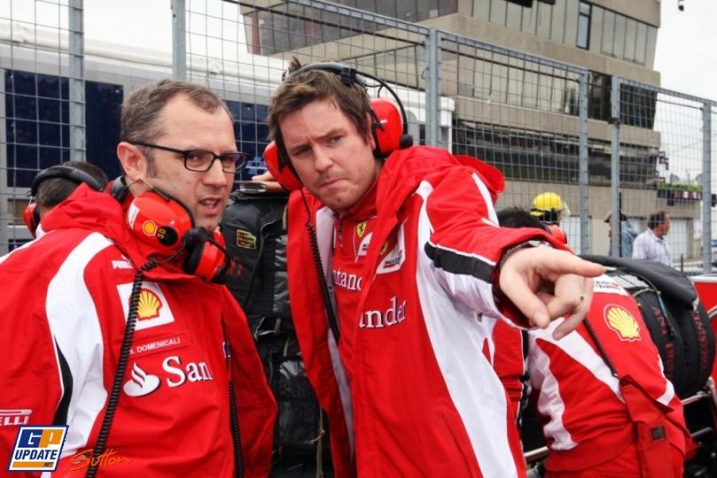 Роб Смедли указывает на что-то пальцем Стефано Доменикали на Гран-при Канады 2011