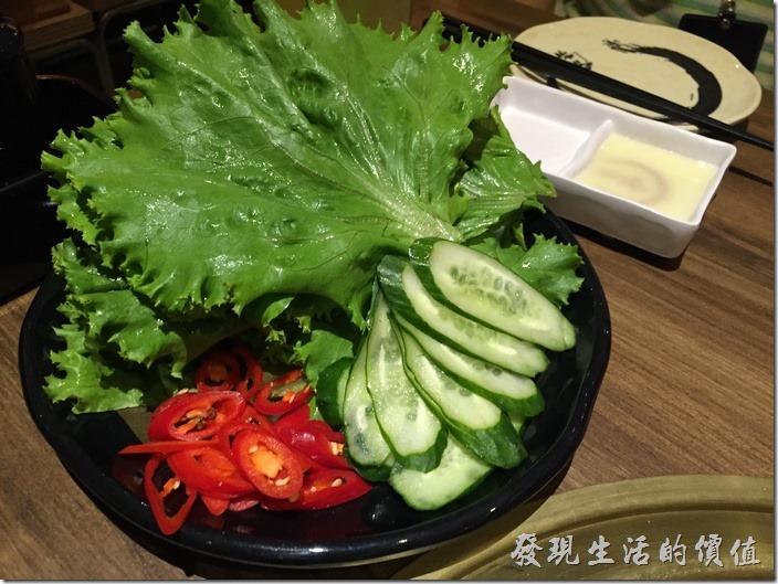 台北南港-乾杯燒烤。生菜包肉。