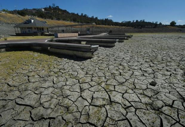 Boat docks sit empty on dry land, as Folsom Lake reservoir near Sacramento stands at only 18 percent capacity during severe drought in California on 17 September 2015. Photo: Mark Ralston / AFP / File