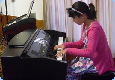 Hana Tani playing the Clavinova CVP-509. What a wonderful budding pianist!