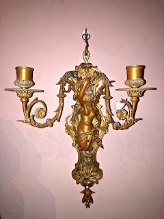 Настенный светильник из бронзы. 19-й век. 45/35 см. 1900 евро.