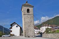 Auf der SS465 Richtung Comeglians. Schiefer Turm in Prato Carnico.