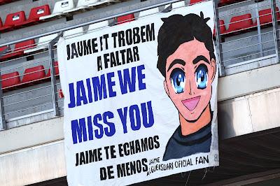 баннер болельщиков Хайме Альгерсуари на предсезонных тестах 2012 в Барселоне 21 февраля 2012