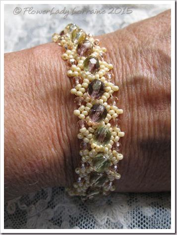 10-22-daisy-chain-bracelet4