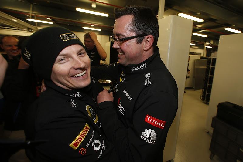 Кими Райкконен и Эрик Буйе празднуют победу на Гран-при Австралии 2013