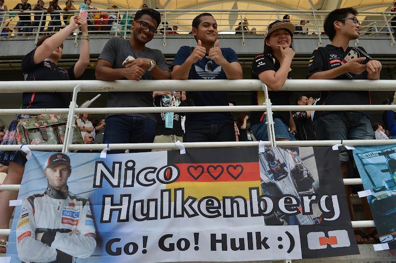 болельщики Нико Хюлькенберга с баннером на трибунах Гран-при Малайзии 2013