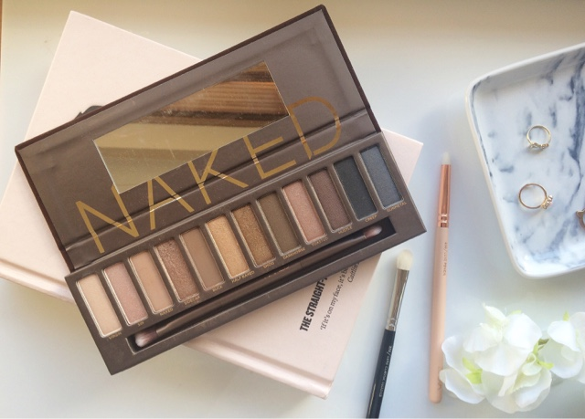 urban decay naked palette, urban decay naked palette review, urban decay makeup, urban decay naked palette swatches