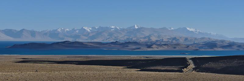 Lacul Karakol, format de un meteorit un urma cu 10 milioane de ani.