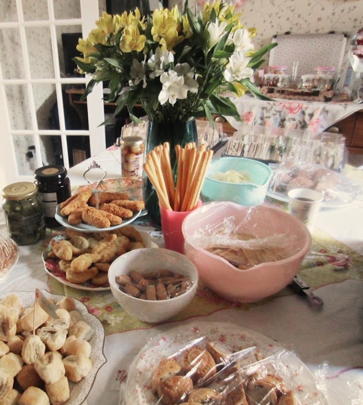 Engagement-Party-Food-Table