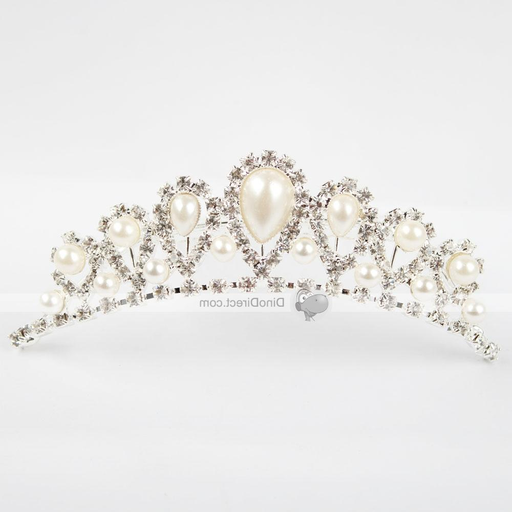 Overall design of the bridal hair comb is in crown pattern