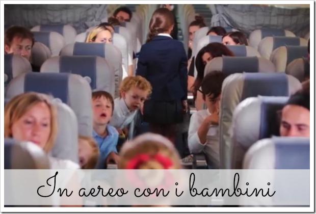 in aereo con i bambini