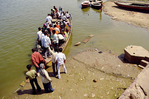 ганг индусы индия катание на лодке