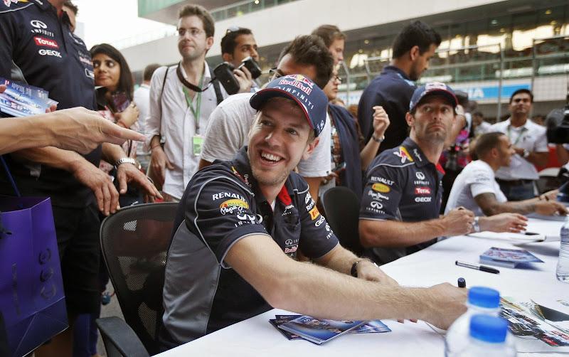 Себастьян Феттель и Марк Уэббер на автограф-сессии Гран-при Индии 2013