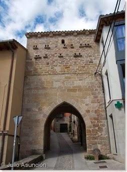 Arco y torre medieval -Cirauqui