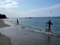 Frisbee on the beach with Ruben - Gili Air