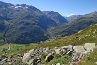 Hoch oben auf dem Bäzberg. Ein exponierter Beobachtungspunkt mit phantastischem Blick hinunter ins Tal auf Realp und die Straße hoch zum San Gotthard.