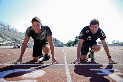 Марк Уэббер и Трей Харди на беговой дорожке перед Гран-при США 2012