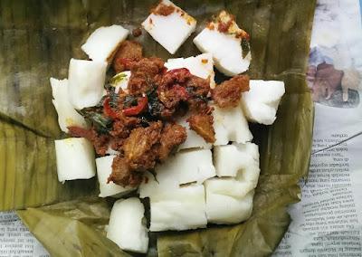 Nasi impit rendang daging pedas
