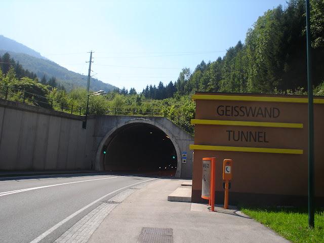 pierwszy tunel