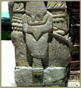 escultura-deuses-maias-armas-modernas