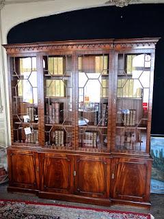 Книжный шкаф из красного дерева. ок.1890 г. 4900 евро.