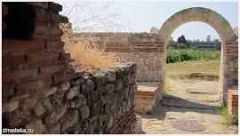 Арка на входе в Фракийскую гробницу.