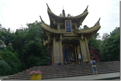 Foot of the mountain at Mount Emei - 峨眉山山腳