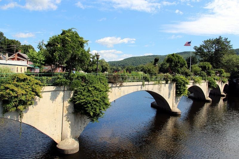 shelburne-bridge-of-flowers-2
