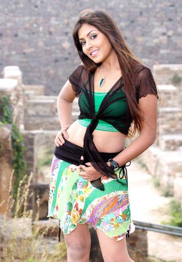 Madhu shalini dancing hot stills
