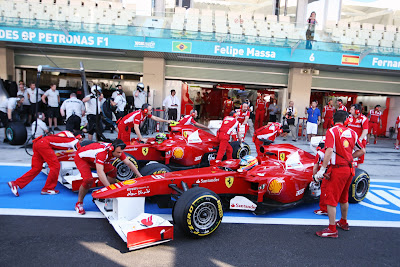 механики Ferrari закатыФернандо Алонсо Фелипе Масса Яс Марина Гран-при Абу-Даби 2011