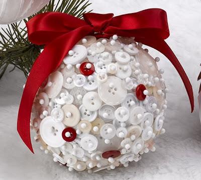 Bola de natal com botões