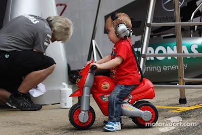 маленький болельщики на Гран-при Испании 2013