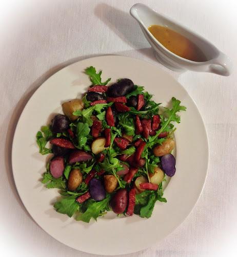 Sałatka ziemniaczana z rukolą ,salami ,ziemniaki,zioła