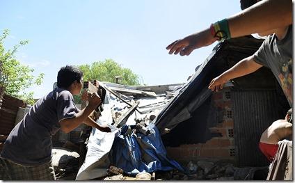 11-01-2013 Bunker de drogas en nuvo alberdi en la calle Luzurriaga al 3800 donde también balearon a tres chicos del barrio foto Francisco Guillen